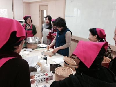 향토음식자원화연구회 활동-밤호박떡케익 실습